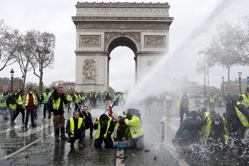 Zamieszki w Paryżu. Aresztowano 129 osób. Są ranni