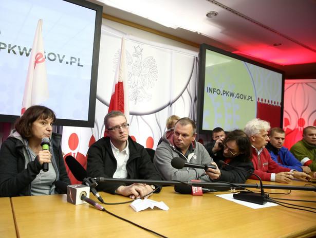 Grupa osób, które wtargnęły do siedziby PKW