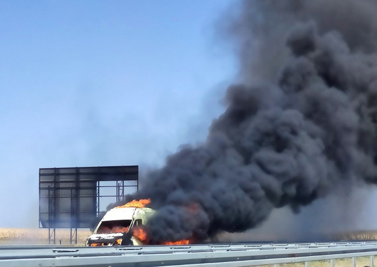 zapalio se kombi kod zednika na auto putu 020919 RAS foto 002