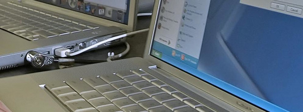 Wsparcie dla starszego sprzętu Próba instalacji nowszych wersji Windowsa na komputerach starszych niż 5-6 lat, to często istna droga przez mękę. Wszystko z powodu braku sterowników dla podzespołów. W tej sytuacji użytkownicy starszego sprzętu są niejako zmuszeni do pozostania przy Windowsie XP… lub do zakupu nowego komputera.