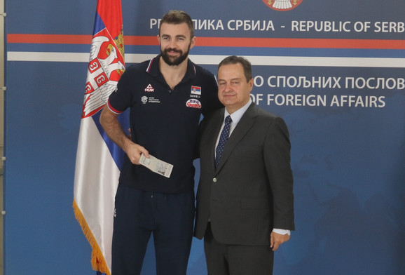 Uroš Kovačević i šef srpske diplomatije Ivica Dačić