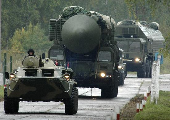 Pociski RS-24 Jars to najnowsza wersja rozwojowa rakiety Topol-M. Na wyposażenie armia rosyjska miała przyjąć nową broń w 2009 roku