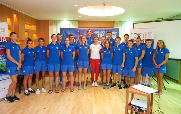 Ivana Španović i Božidar Maljković sa mladim sportistima