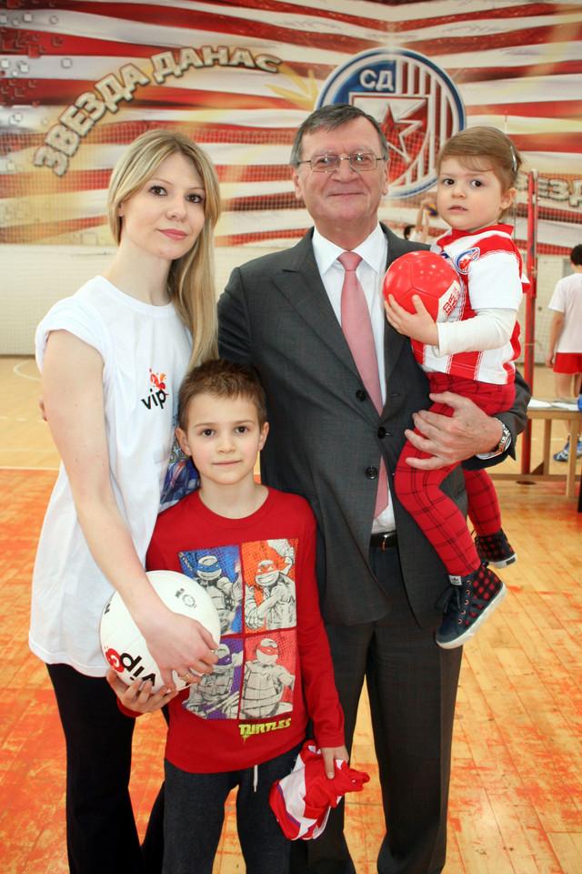 Aleksandar Boričić sa ćerkom Ivanom, unukom Valentinom i unukom Matejom