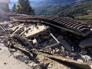 Włochy: Masowa ewakuacja ludności po trzęsieniu ziemi do hoteli nad morzem