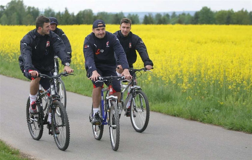 Polacy jechali na trening rowerami