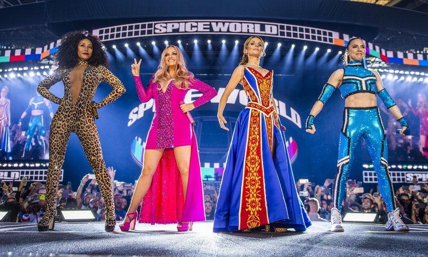 Zespół Spice Girls występował kilkukrotnie po 2000 roku. Także w latach, w których Mel B była ofiarą przemocy domowej.