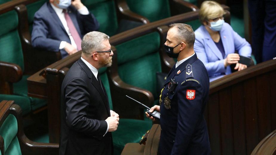 Grzegorz Braun został wykluczony z obrad Sejmu