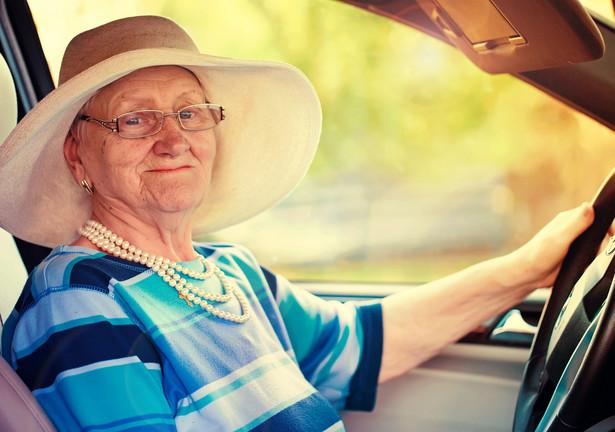 Z danych ITS wynika, że inne kraje w różny sposób podchodzą do zaawansowanych wiekowo kierowców.