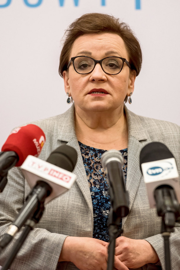 Anna Zalewska podczas konferencji prasowej po Regionalnym Kongresie Zawodowym w Wałbrzychu