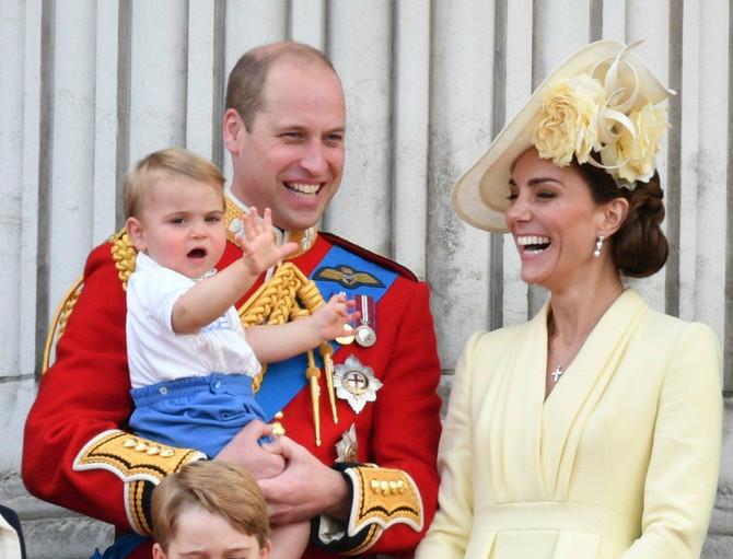 Kejt i Vilijam sa mlađim sinom Luisom