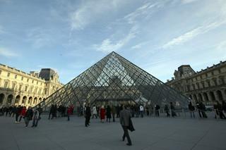 Hollande proponuje, by zagrożone dziedzictwo Iraku i Syrii trafiło do Luwru