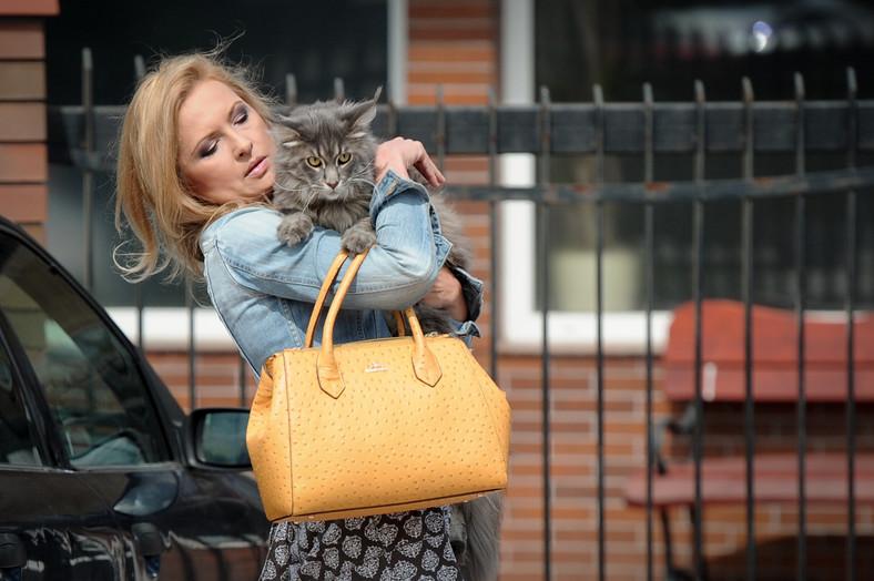 Zdjęcia Gozdyry z kotem są dostępne w agencji fotograficznej, opatrzone komentarzem: publikacja tylko w pozytywnym kontekście.