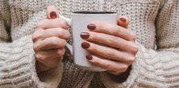 Manicure w kolorach jesieni. Poznaj najmodniejsze lakiery do paznokci