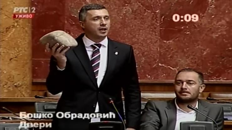 Boško Obradović uneo kamen u Skupštinu