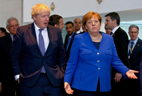 Boris Džonson i Angela Merkel na sastanku u Berlinu