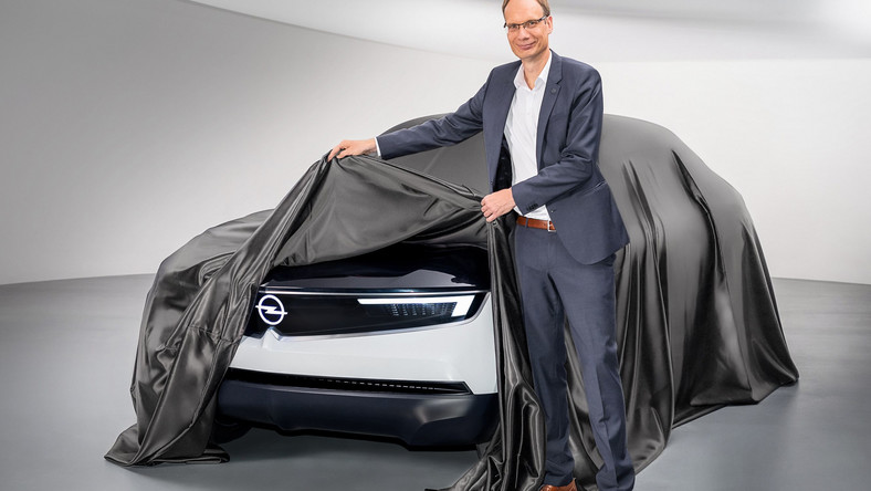 Opel GT X Experimental i dyrektor generalny firmy Opel, Michael Lohscheller