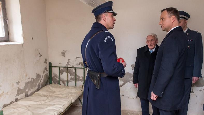 Po oficjalnej uroczystości prezydent Duda odwiedził zakład karny i spotkał się z pracownikami więzienia.