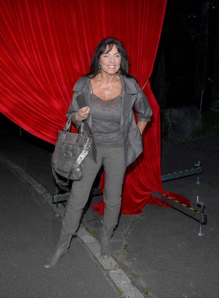 76-letnia Agnieszka Perepeczko chwali się ponętnym biustem