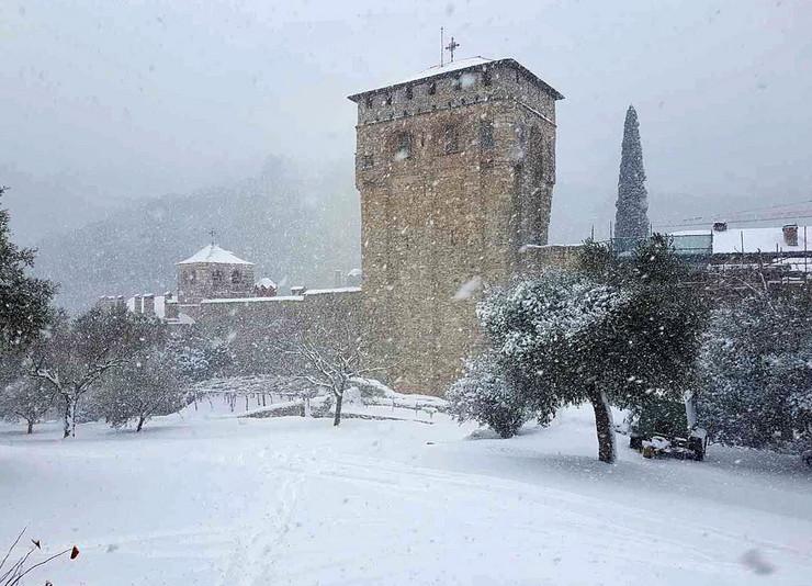 Hilandar pod snegom_RAS foto monah Milutin37
