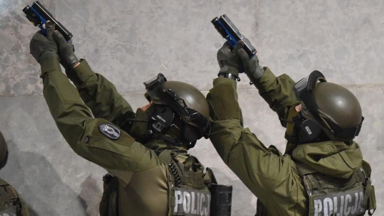 Jak powiedział TVP Info Komendant Główny Policji Krzysztof Gajewski, brali w nich udział między innymi funkcjonariusze policji i straży pożarnej, ale także Agencji Bezpieczeństwa Wewnętrznego i służb miejskich. Ćwiczono koordynację działań.