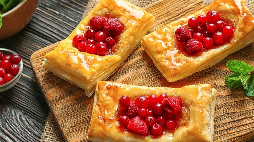 Jak wykorzystać ciasto francuskie? Na słodko i na wytrawnie