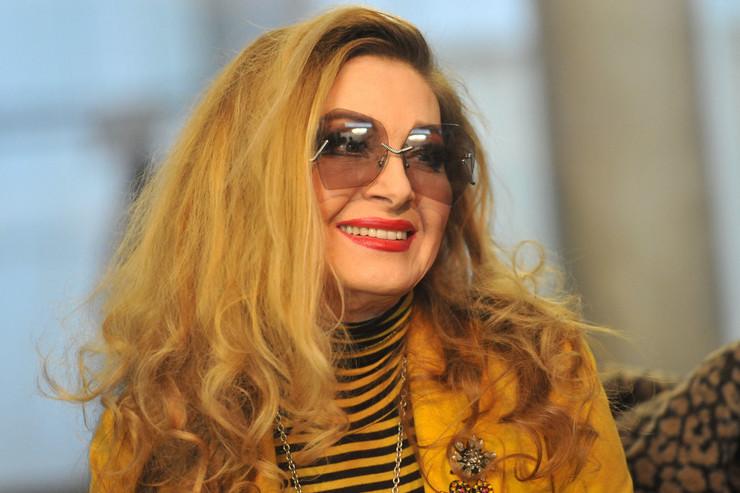"""BIKINI I ŠTIKLE, TRAKE PREKO GRUDI Danica Maksimović u sedmoj deceniji izgleda kao avion: """"Ova žena je zaustavila vreme!"""""""