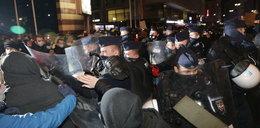 Gorąco na protestach w Warszawie. Policja użyła gazu, doszło do gwałtownych starć [RELACJA]