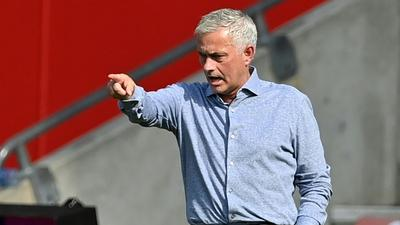 Mourinho grants wish to reporter after touching exchange