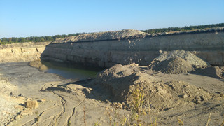 Lisiczańsk na Ukrainie: Pustka, morze ruin i nielegalna kopanka
