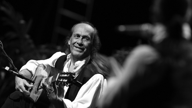 Francisco Sanchez Gomez przyszedł na świat w 1947 roku w Algeciras na samym południu Hiszpanii. Od urodzenia był otoczony muzykami – to od swojego ojca Antonio Sancheza i starszego brata Ramona de Algeciras nauczył się gry na gitarze