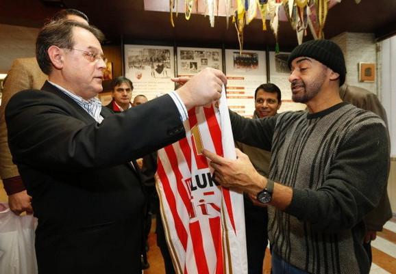 Šeik Muhamed bin Zajed al Nahjan dobio je na poklon Zvezdin dres