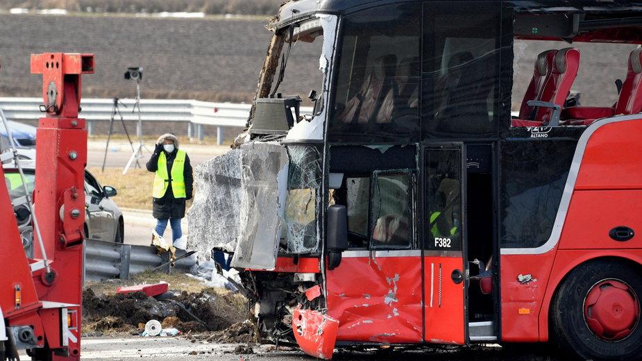 Wypadek autokaru na A4. Zarzut dla kierowcy
