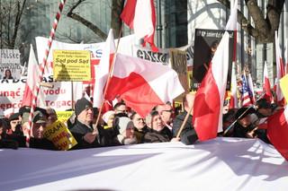 Kluby 'Gazety Polskiej' popierają zmiany w sądach. Demonstracja pod TK