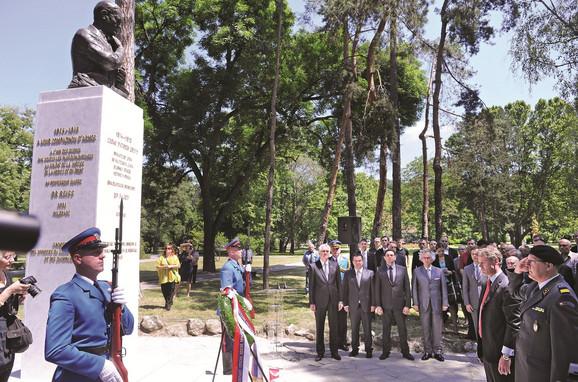 Ceremoniji su pored Predsednika Nikolića i ambasadora Žan-Danijela Ruha prisustvovali ministri Ivica Dačić i Ivan Tasovac