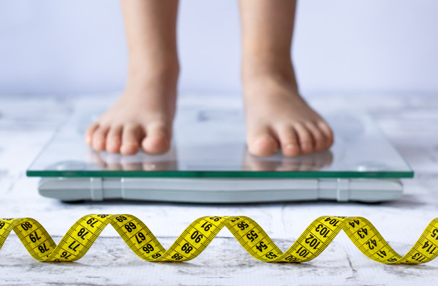 Nauka zdalna pogłębia problem otyłości wśród dzieci.