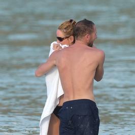 46-letnia Uma Thurman w bikini. Czyżby nowy partner u jej boku?