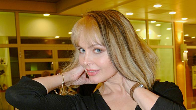 Ukończyła Studium Wokalno-aktorskie przy Teatrze Muzycznym im. Danuty Baduszkowej w Gdyni