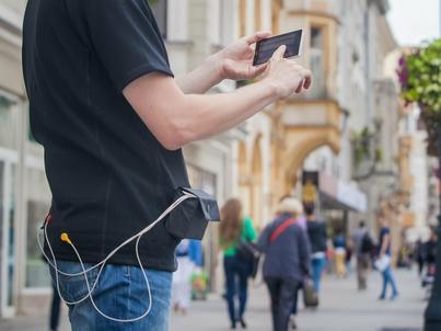 Koszulkę-EKG można prać. Sensory są zintegrowane z tkaniną, a cała elektronika mieści się w niewielkim urządzeniu chowanym do kieszonki