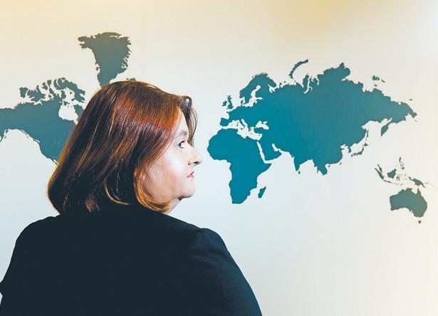 Anna Godzwon dziennikarka, reporterka. Pracowała w biurze prasowym Kancelarii Sejmu (2008–2011) i prezydenta Bronisława Komorowskiego (2011–2015). Obecnie na stanowisku głównego specjalisty w Krajowym Biurze Wyborczym
