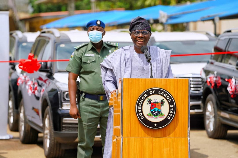 Lagos State Governor, Mr Babajide Sanwo-Olu hands over 51 vehicles, 8 houses to judges. [Twitter/@jidesanwoolu]