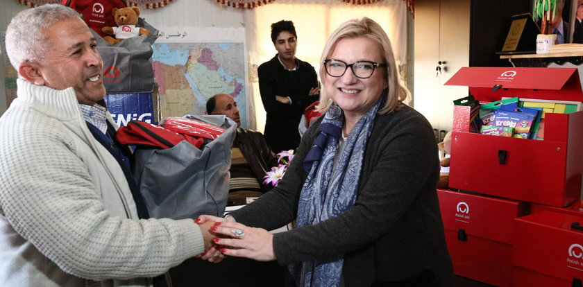 NIK miażdży Beatę Kempę za pomoc uchodźcom. Była minister tłumaczy
