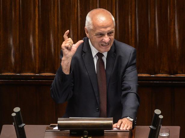 """Niesiołowski pytany, jakie oczekiwania wobec zarządu sformułowano w liście przyznał, że zawiera on prośbę, żeby zmienił decyzję o wykluczeniu Kamińskiego, Protasiewicza i Huskowskiego z PO, """"bo jest niesłuszna""""."""