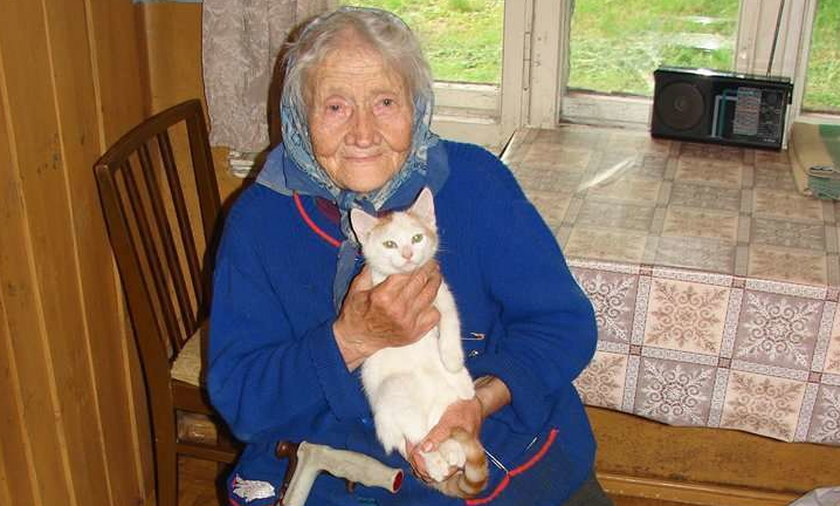 Katował matkę kotem