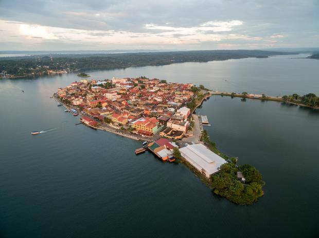 Wyspa Flores na jeziorze Petén Itzá