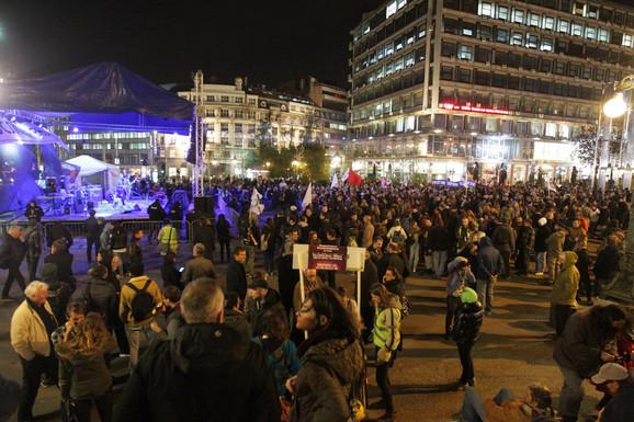 Oko 500 ljudi na Trgu