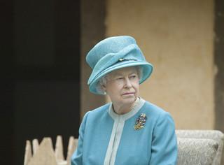 Królowa Elżbieta II i jej mąż zostali zaszczepieni przeciw Covid-19. Zgodnie z kolejnością
