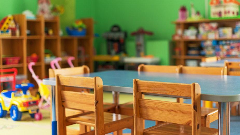 Barwice: Dyrektorka przedszkola z zarzutami. Związała 3-latka taśmą klejącą