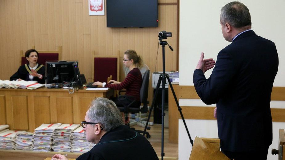 Warszawa, 2016 r. Oskarżony kardiochirurg Mirosław G. na sali Sądu Okręgowego