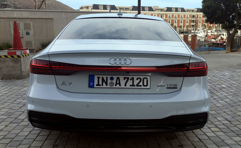 Podczas otwierania i zamykania drzwi, Audi A7 Sportback wita nas lub żegna dynamicznymi animacjami reflektorów przednich i świateł tylnych